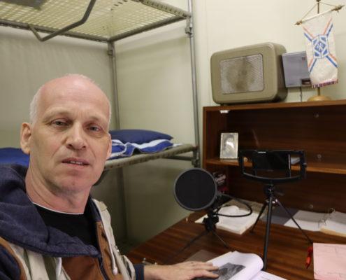 De nieuwsjager in zijn hoofdkwartier